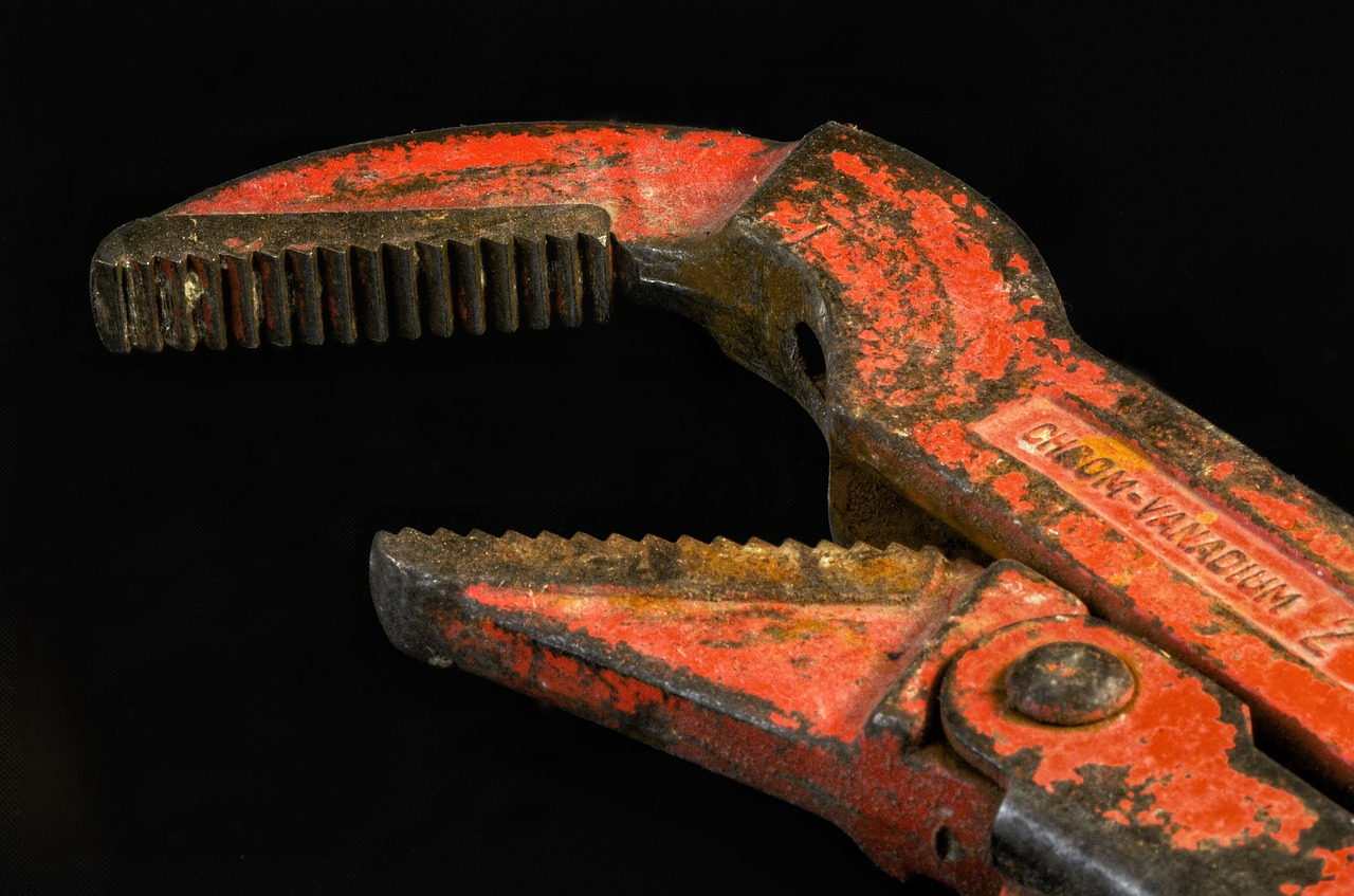 Pipe wrench in Tilburg